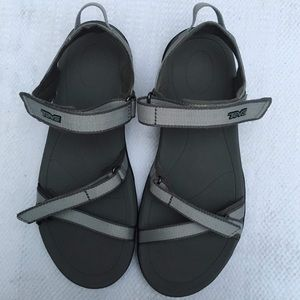 TEVA 8 sandals